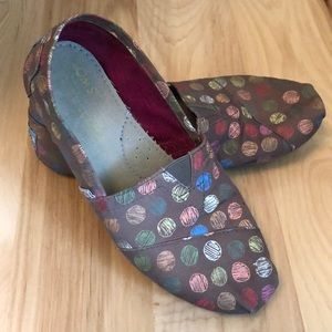TOMS colored polka dot shoes size 6.5